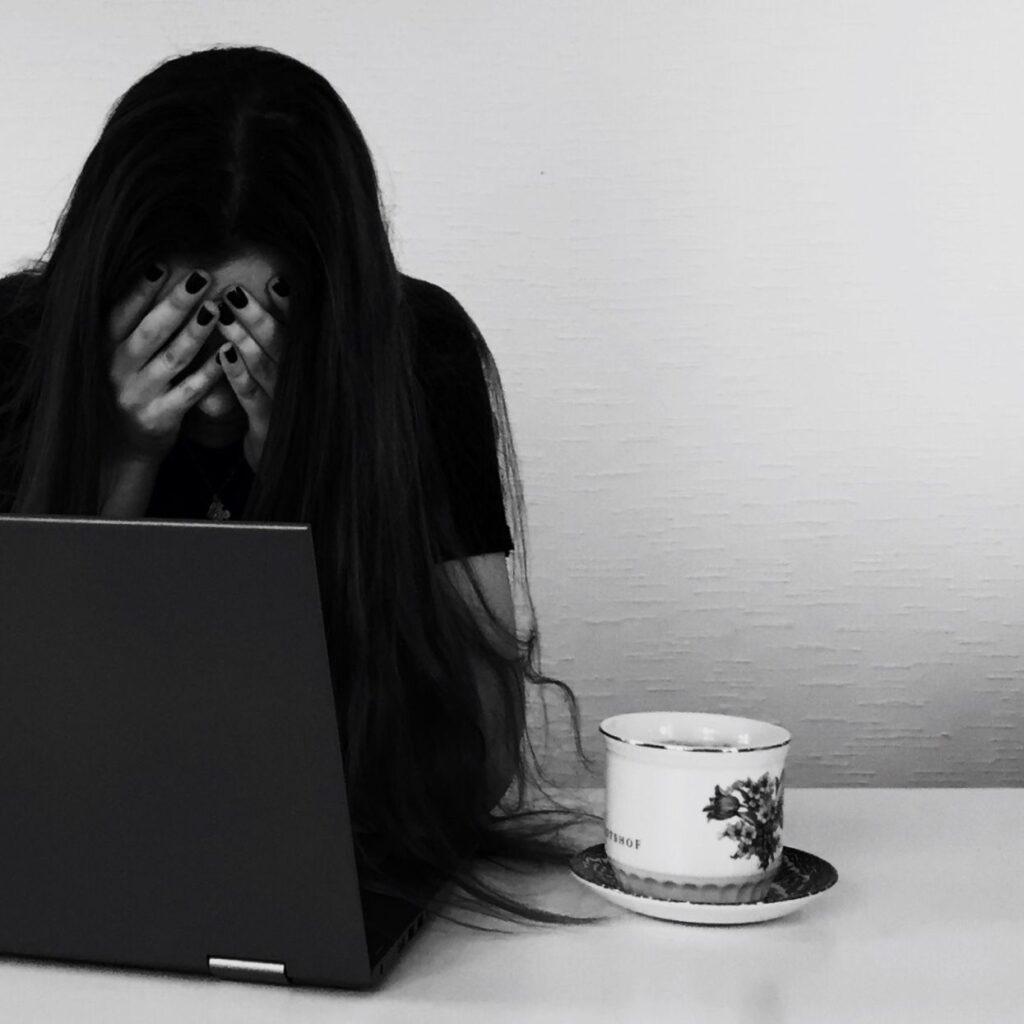 digital krænkelse nøgenbilleder ulovlig deling offer